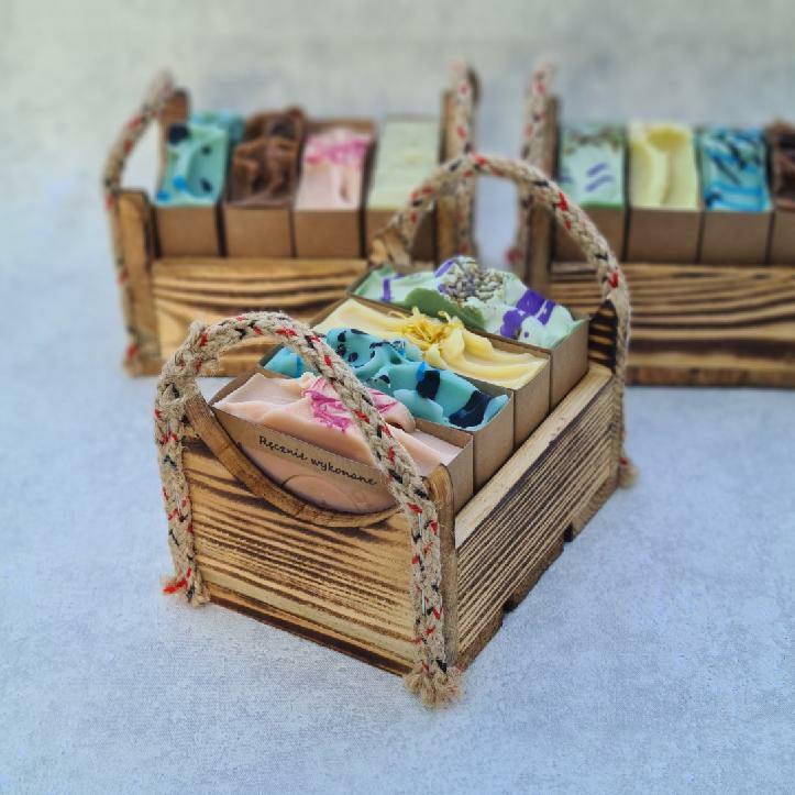 zestaw prezentowy w skrzynce drewnianej